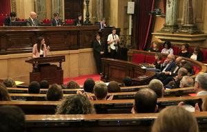 La candidata a la presidència del govern de la Generalitat, Lorena Roldán, durant la seva intervenció d'una hora i mitja des del faristol del Parlament.