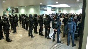 La policia a l'Aeroport del Prat