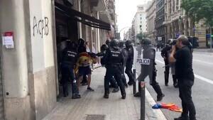 La Policia Nacional apallissa un jove independentista a Via Laietana