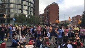 La protesta de Sants s'ha desplaçat a la plaça d'Espanya