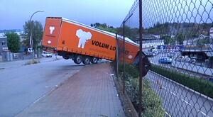 Camió accidentat al polígon industrial de Granollers