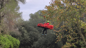 Els Bombers rescaten un excursionista ferit a l'Anoia