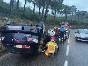 Imatge del cotxe bolcat a Cadaqués