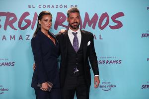 Lorena Gómez i René Ramos posant en el documental de Sergio Ramos