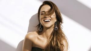 Paula Echevarría es reinventa tallant-se el cabell