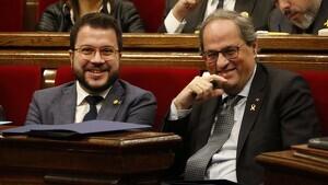 El president de la Generalitat, Quim Torra, i el vicepresident del Govern, Pere Aragonès, durant un ple del Parlament, el 11 de desembre de 2019