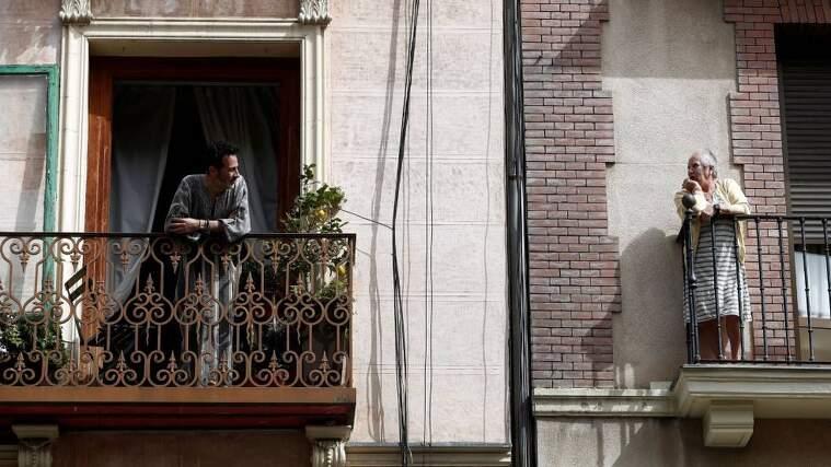 Imagen de unos balcones en pleno confinamiento por coronavirus