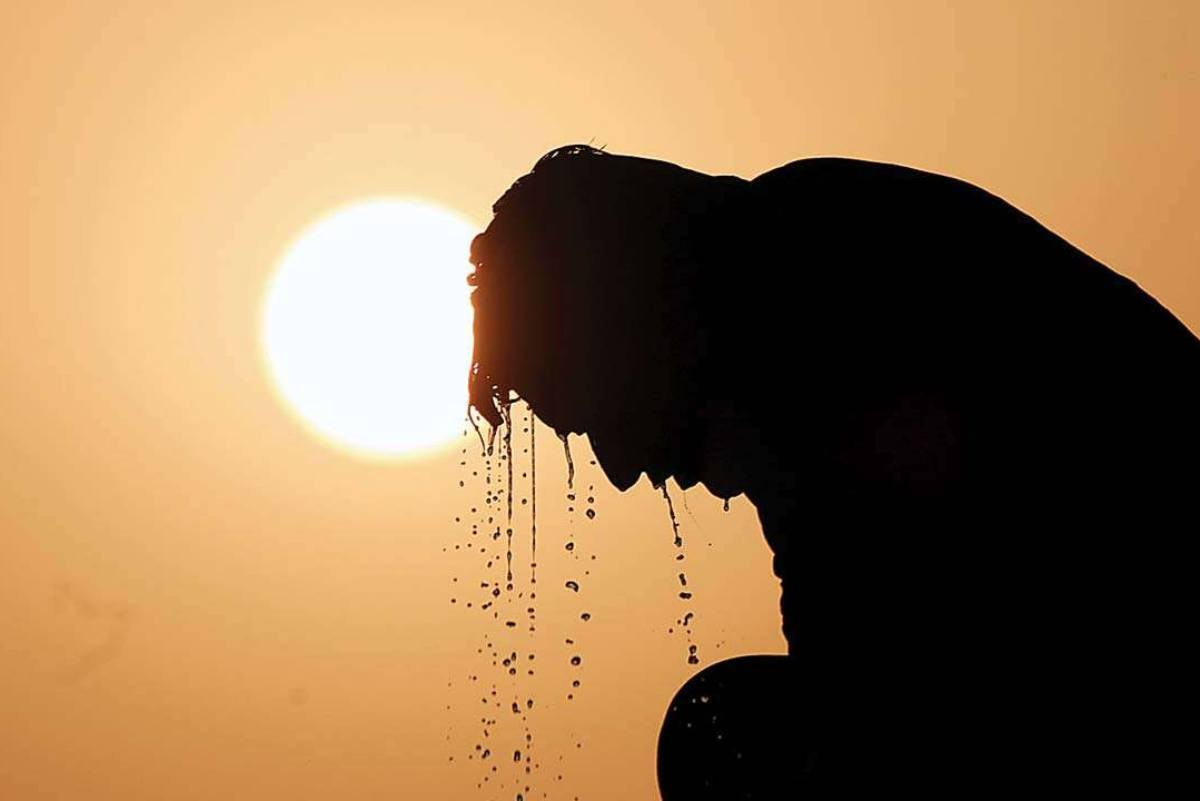 Imatge d'una persona suant en plena onada de calor