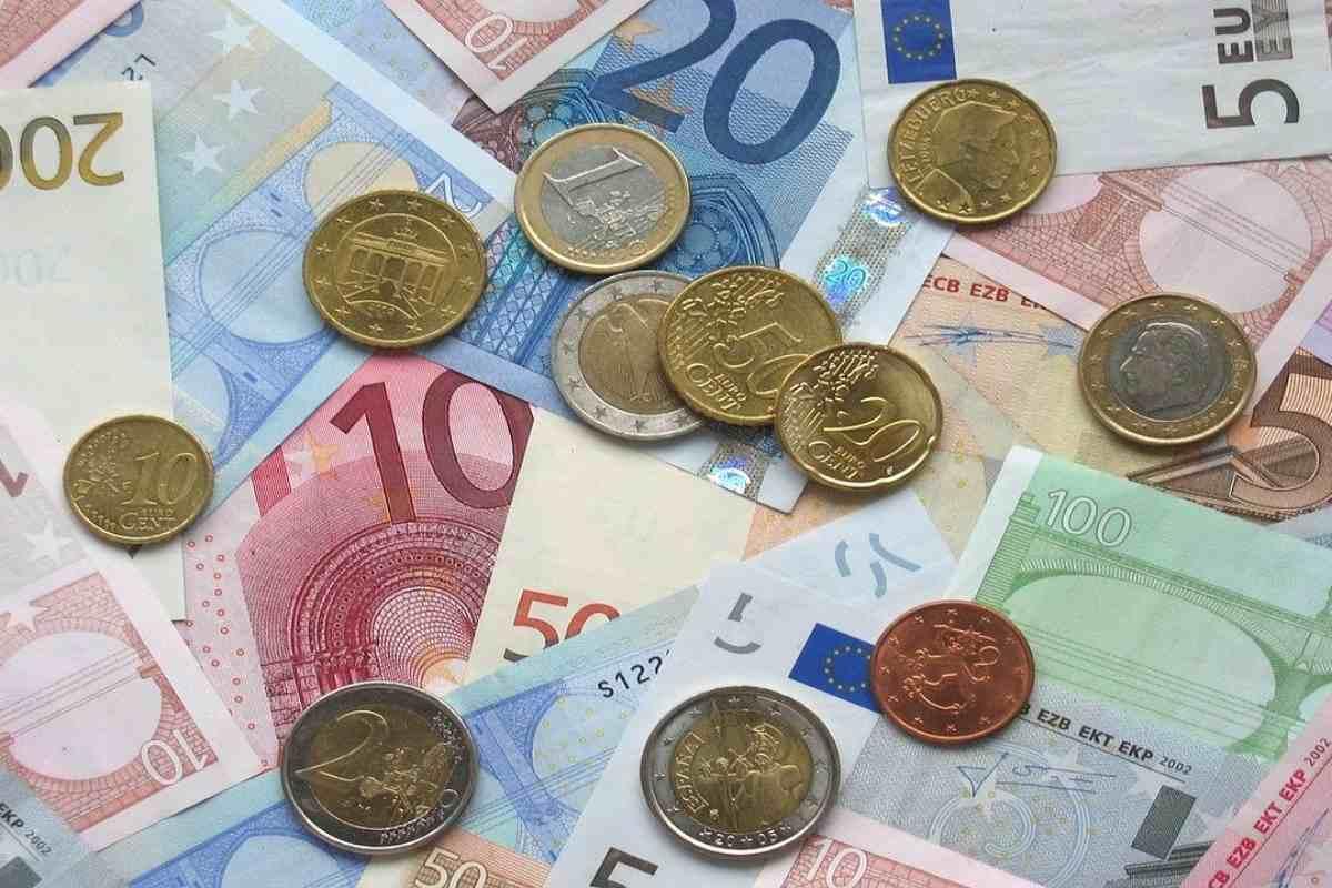 Imatge amb diversos bitllets i monedes d'euro