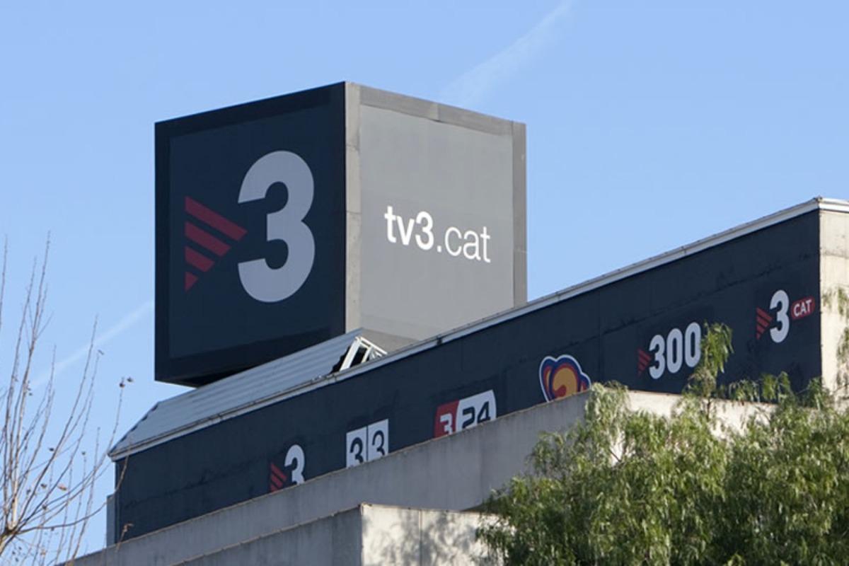 Imatge del cartell publicitari de TV3 a la seu de la televisió pública