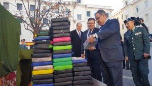 Juan Ignacio Zoido amb el material confiscat