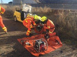 Imatge dels bombers treballant a l'accident