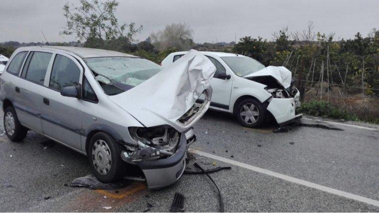 Imatge de com han quedat els cotxes després de l'accident