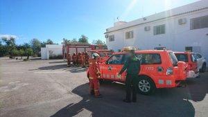 Els bombers arriben a les instal·lacions de la pirotècnia