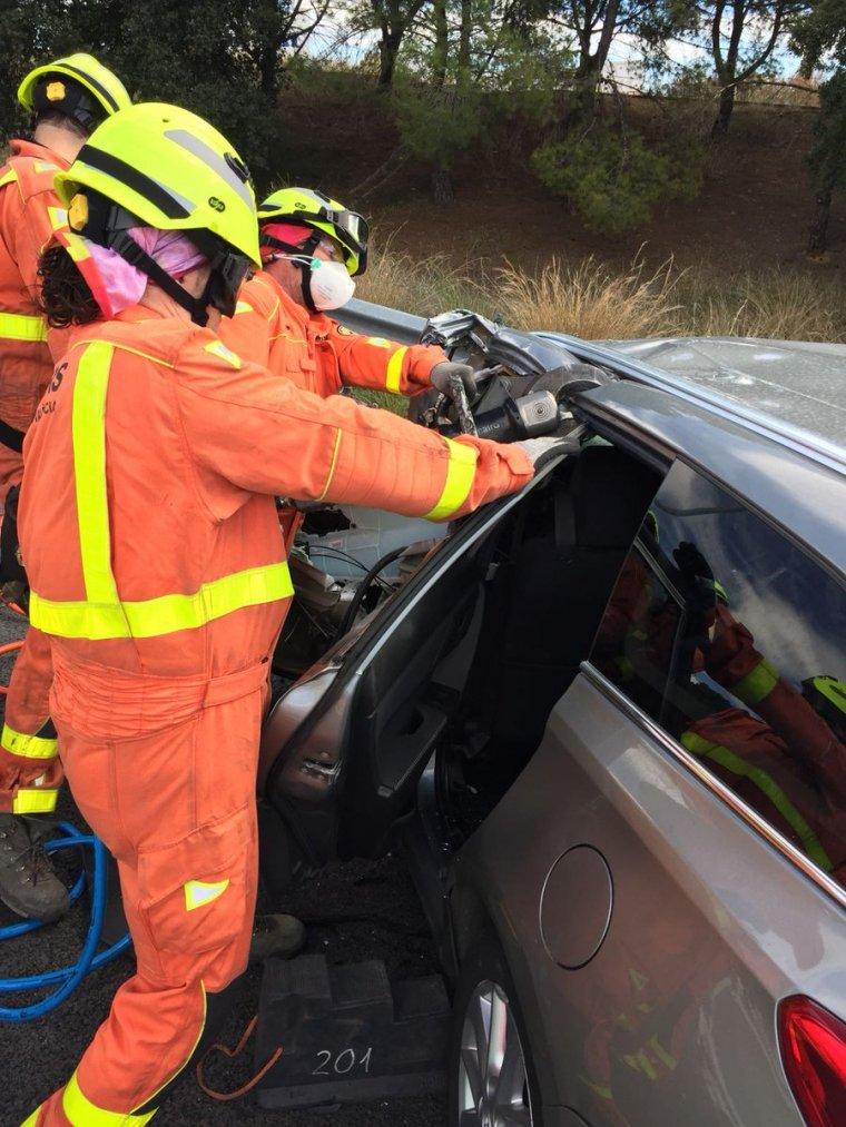 Bombers treballant en l'accident