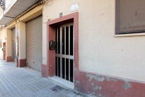 Porta de l'edifici on tot va ocórrer, a Benimàmet