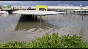 Així ha quedat el Centre Comercial d'Alfafar després del temporal