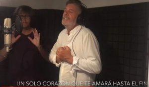 Francisco, cantant una nova lletra de l'himne d'Espanya