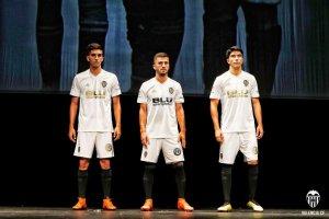 Ferran Torres, José Luis Gayà i Carlos Soler han sigut els primers jugadors en ficar-se la camiseta