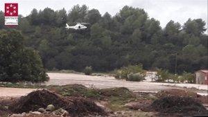 Imatge de l'helicòpter rescatant a l'home