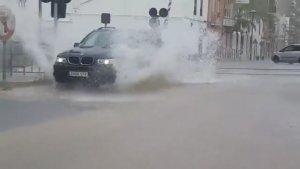 Imatge d'un cotxe al seu pas per Picassent