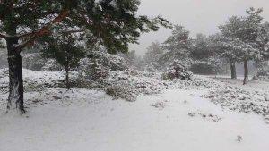 La Puebla de San Miguel  rep la primera nevada de la temporada