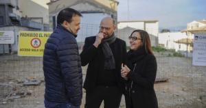 Alfred Tortosa, Jesús Pla i Maria Josep Amigo visitant on és construirà el Centre de Dia