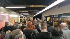 Imatge de l'aglomeració per l'aturada de Metrovalencia