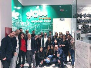 Imatge de les treballadores i treballadors en la inauguració de la tenda Globo a Alfafar