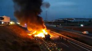 Imatge de l'incendi a l'A-7
