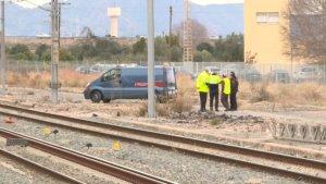 Imatge d'efectius de la Policia Nacional i Adif en el lloc on s'ha trobat el cadàver