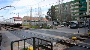 Tren de Rodalia al seu pas per Alfafar