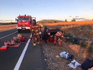Vehicle bolcat amb les tres persones atrapades