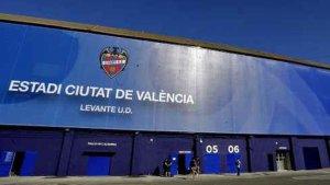 Exterior de l'estadi Ciutat de València