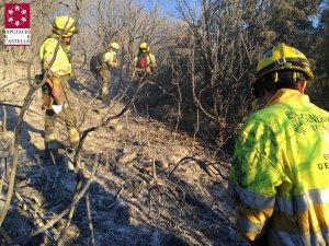 Imatge de l'actuació dels bombers a l'incendi a la Serra d'En Galceran