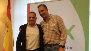 Imatge de Vega Peinado (esquerra) amb Ortega Smith (dreta), secretari general de VOX