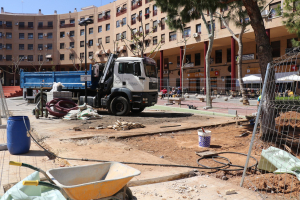 Inici de les obres de les noves zones infantils a la plaça de la Llibertat