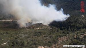Imatge de l'incendi durant la jornada de diumenge