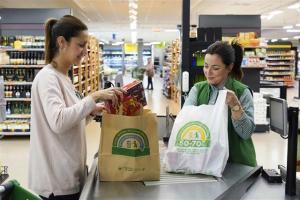 Mercadona diu adéu a les bosses de plàstic