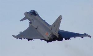 Un avió 'caza' en una imatge d'arxiu