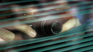Va colocar una càmera oculta per confirmar les seues sospites