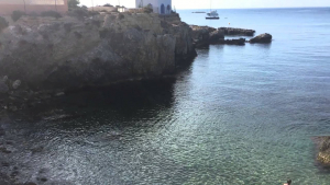 La Cala del Francés, en l'Illa de Tabarca, lloc a on ha desaparegut el xic de Santa Pola