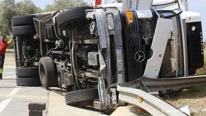 Imatge d'arxiu d'un camió accidentat