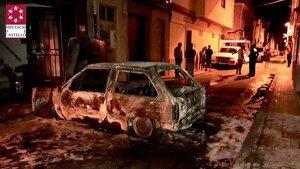 Estat en què ha quedat el cotxe incendiat en Vila-real