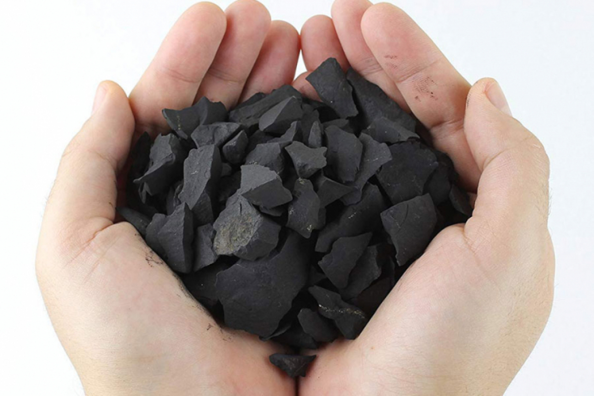 Shungite: Meaning, Healing Properties & Crystal Therapy Use