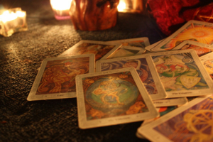 The Angel Tarot is the ideal accessory to guide the direction of classic Tarot