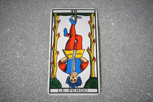 Life is contemplated from an original perspective in the The Hanged Man tarot card.