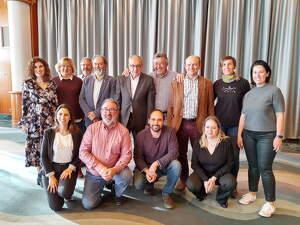 El president de la DOP Pla i Llevant, Antoni Bennàssar, amb els cellers que presentaren les novetats al Valparaiso