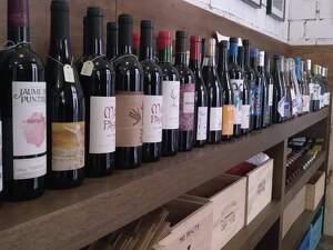 La Juanita ara també és un bar de vins