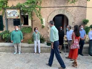 Tommy Ferragut, el primer a l'esquerra, el dia de la visita dels Reis a Petra, que ell va organitzar